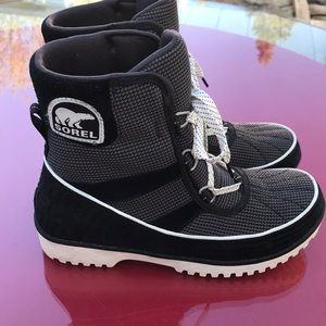 Sorel black boots in great condition size 9
